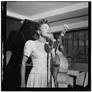 Maxine Sullivan, Village Vanguard 1947. William P. Gottlieb [Public domain], via Wikimedia Commons.